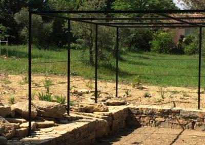 Pergola sur pierre sèche
